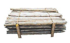 Poteaux de clôtures pelés épointés
